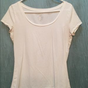 🌸 4 for $19 T-shirt white round neck